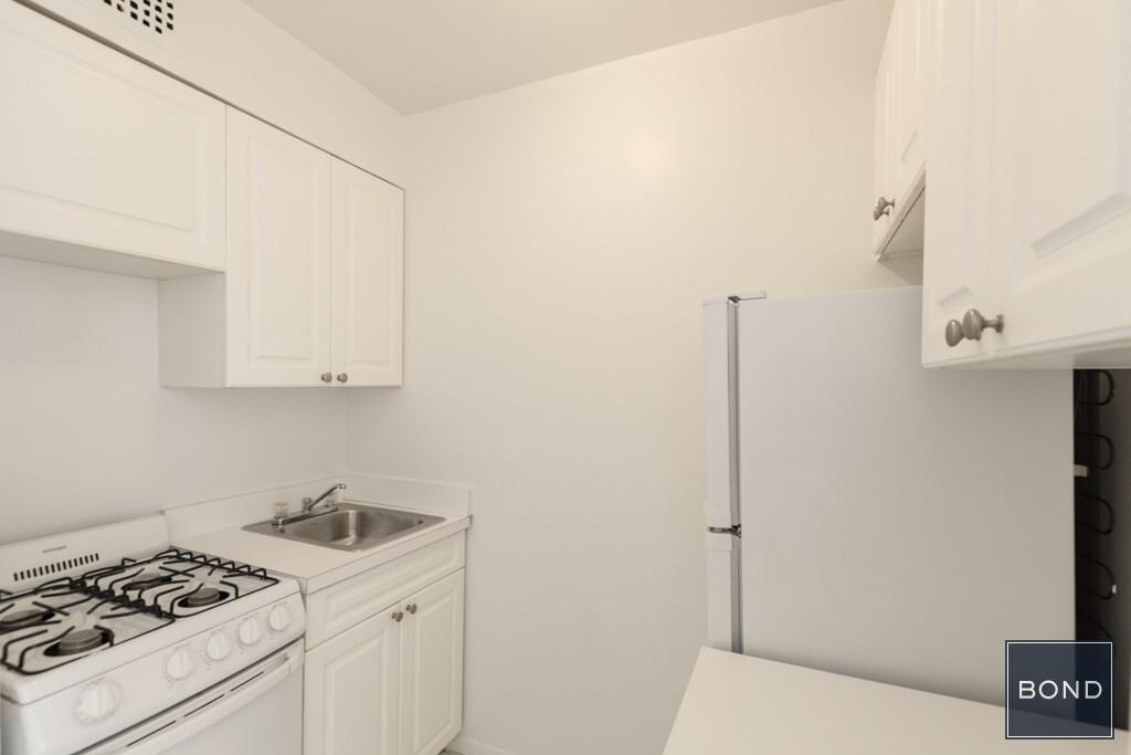 947 First Avenue - Photo 2