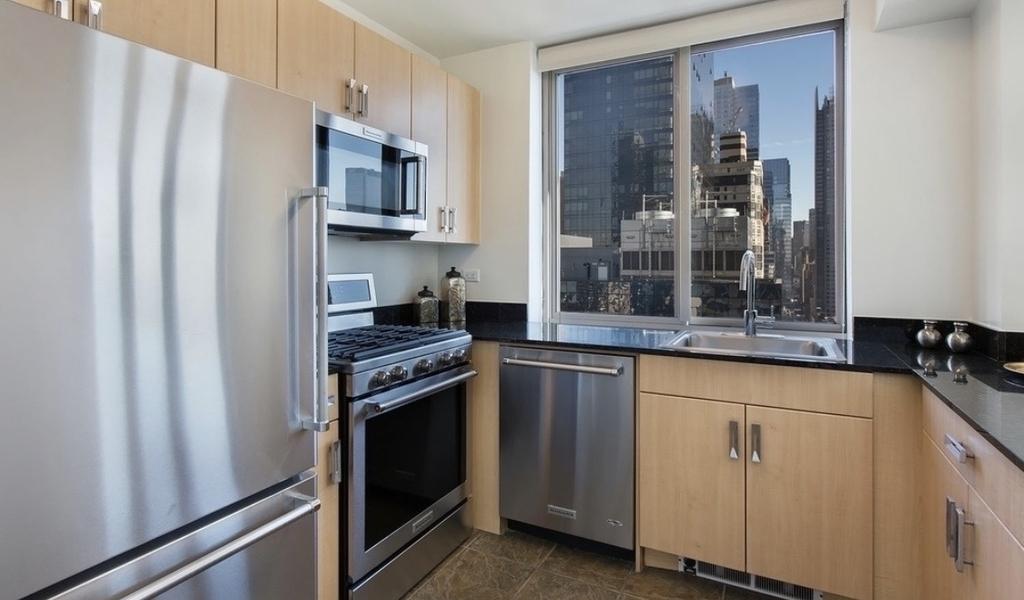 561 10th Avenue  - Photo 1