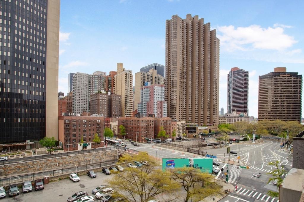 East 36th Street - Photo 4