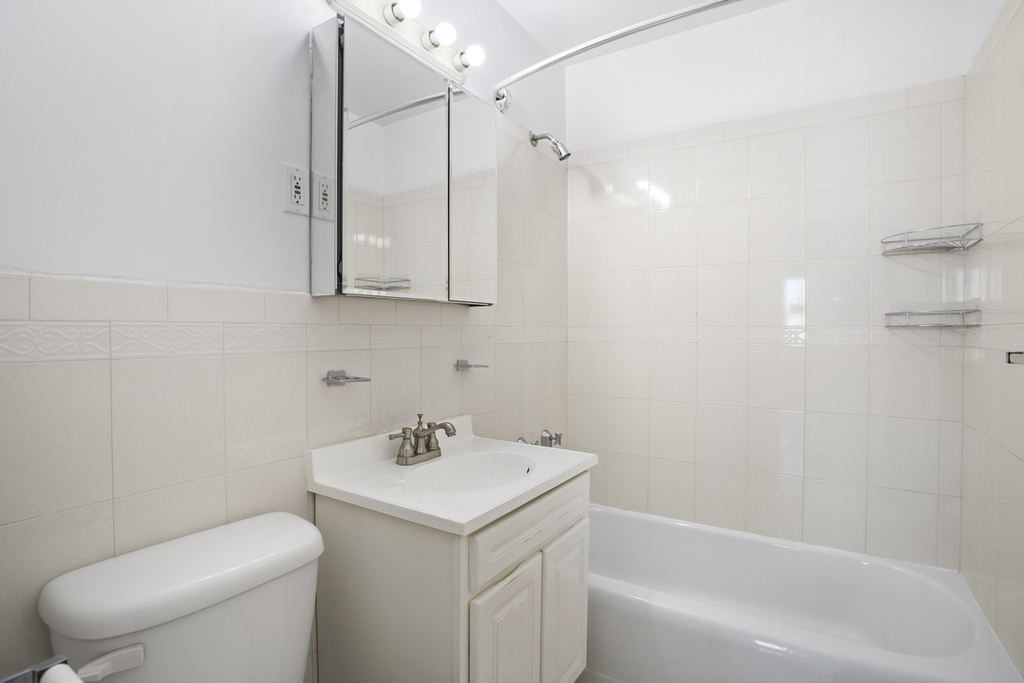 West 97th and Columbus avenue - Photo 3