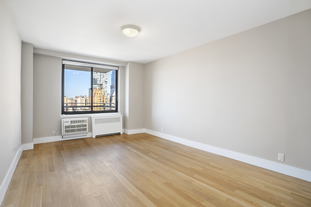 West 97th and Columbus avenue - Photo 4