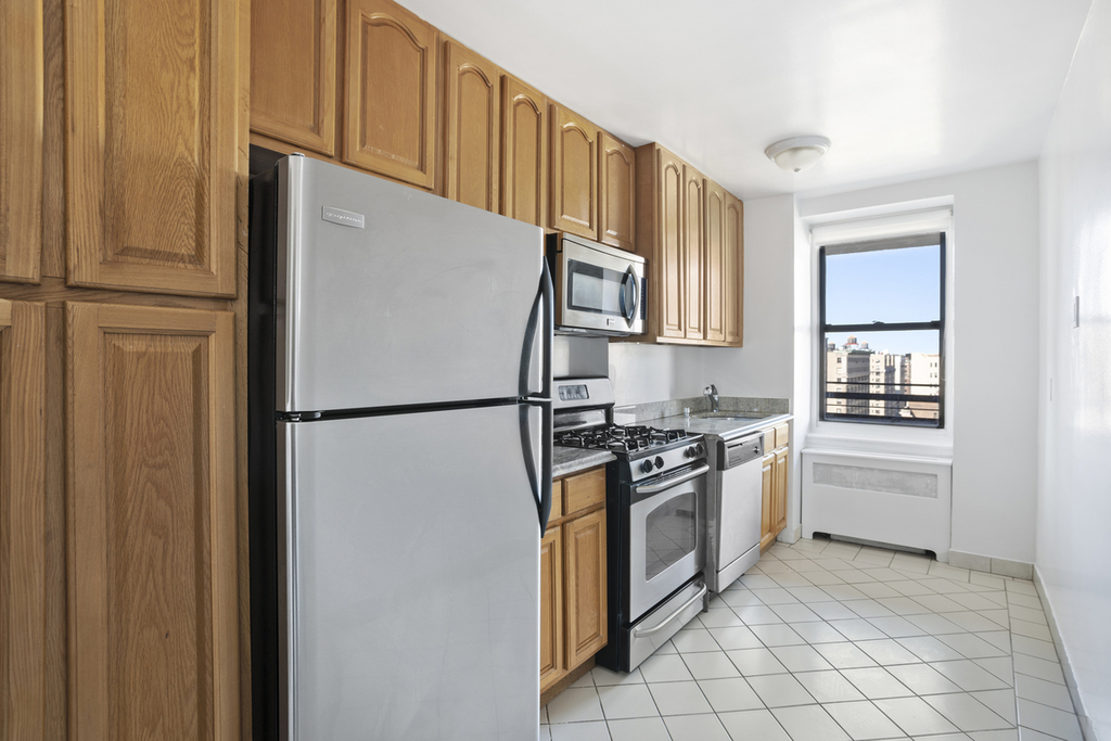 West 97th and Columbus avenue - Photo 1