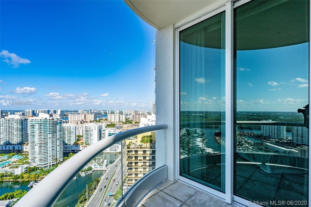 16051 Collins Ave - Photo 20