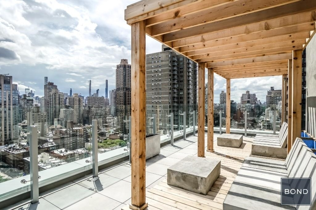 515 East 86th Street - Photo 9
