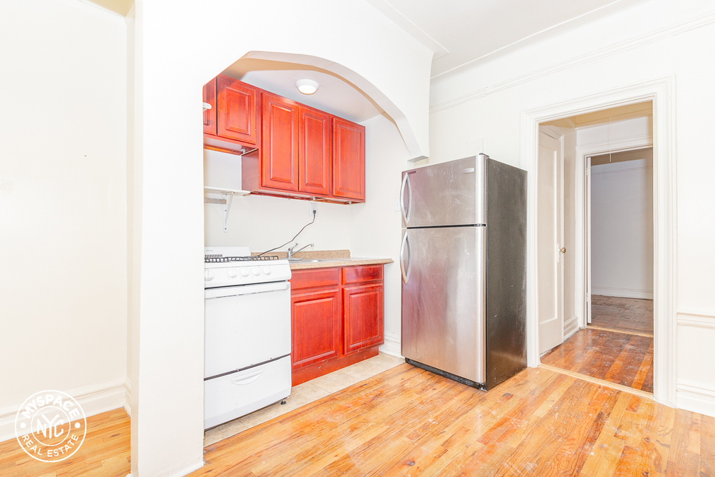 377 Montgomery Street - Photo 2