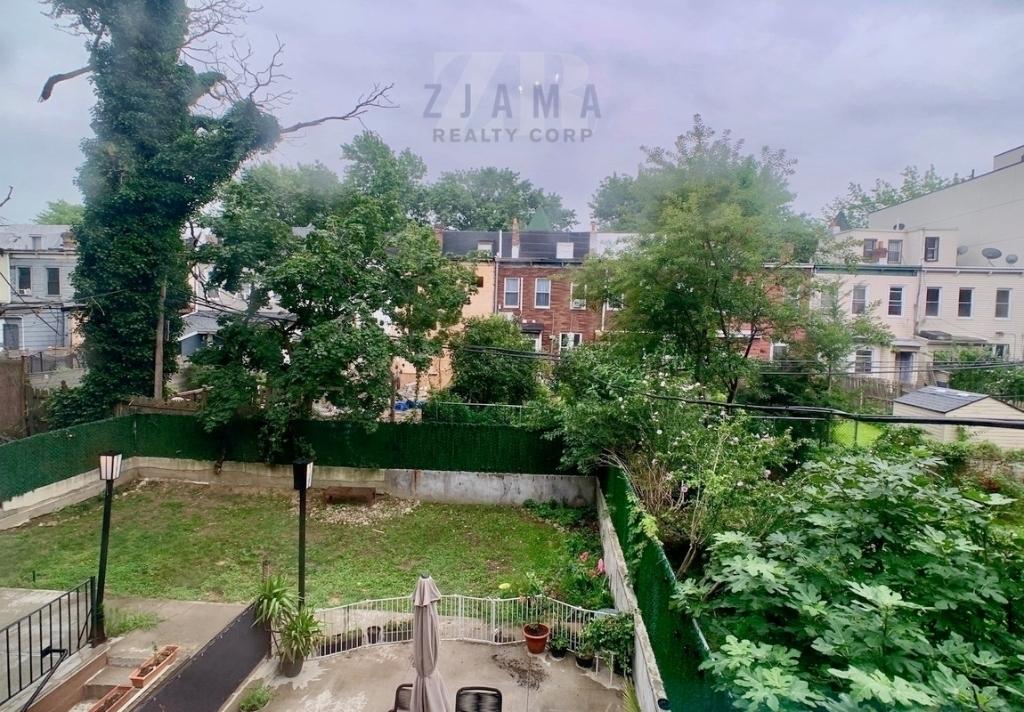 242 Hawthorne Street - Photo 6