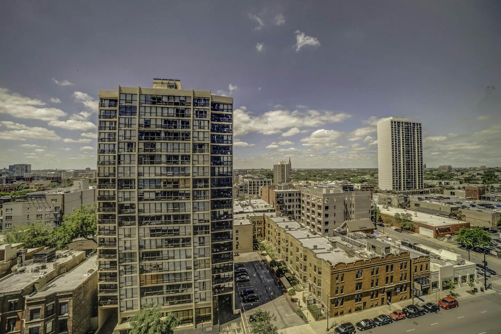 1560 North Sandburg Terrace - Photo 9