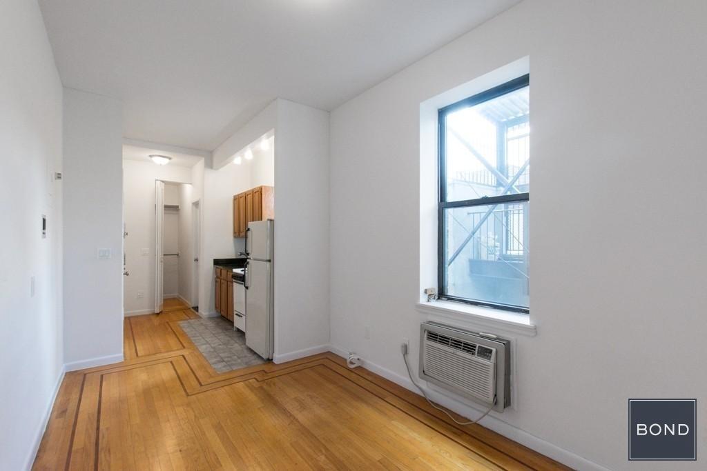 246 West 22nd Street - Photo 4