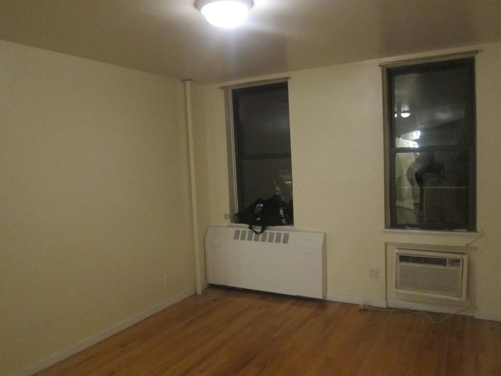 246 West 22nd Street - Photo 3
