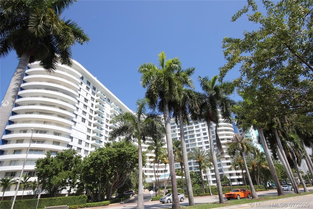 5151 Collins Ave - Photo 0