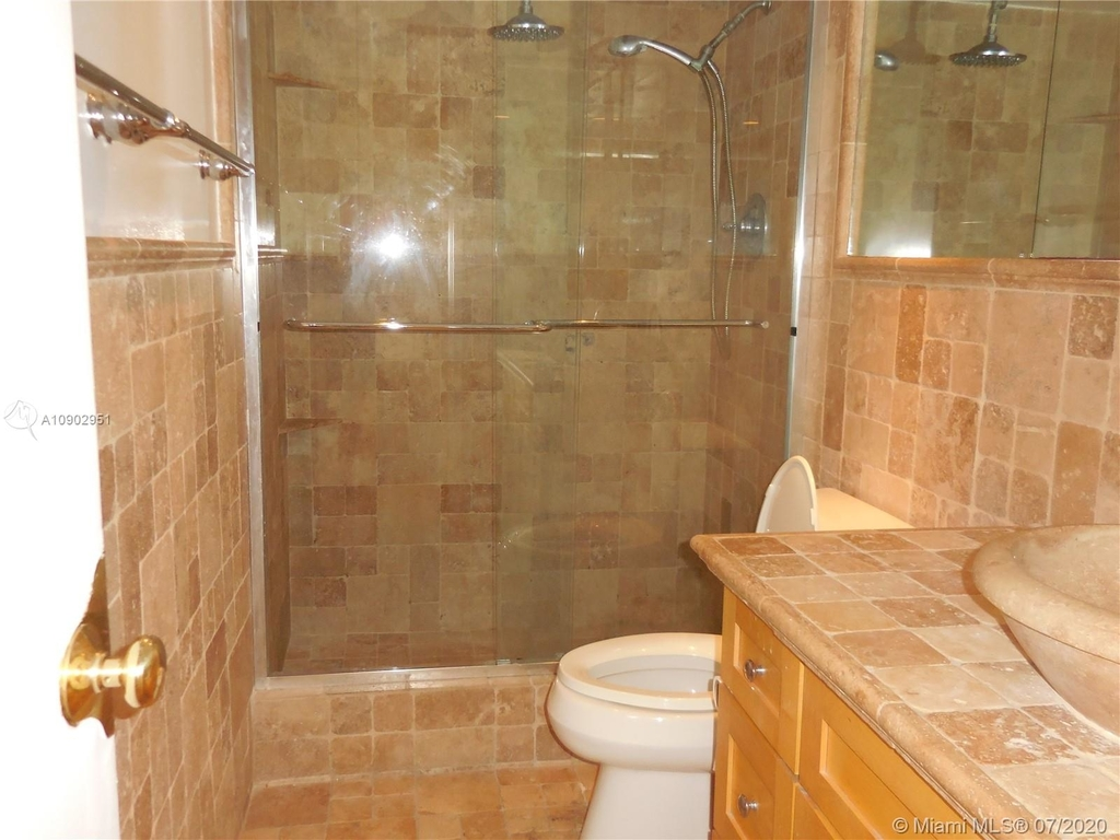 5151 Collins Ave - Photo 9