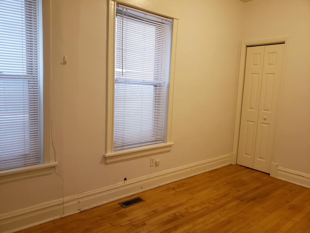 452 North May Street - Photo 2
