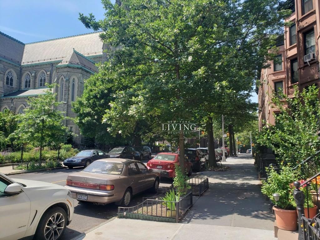 660 Carroll Street - Photo 4