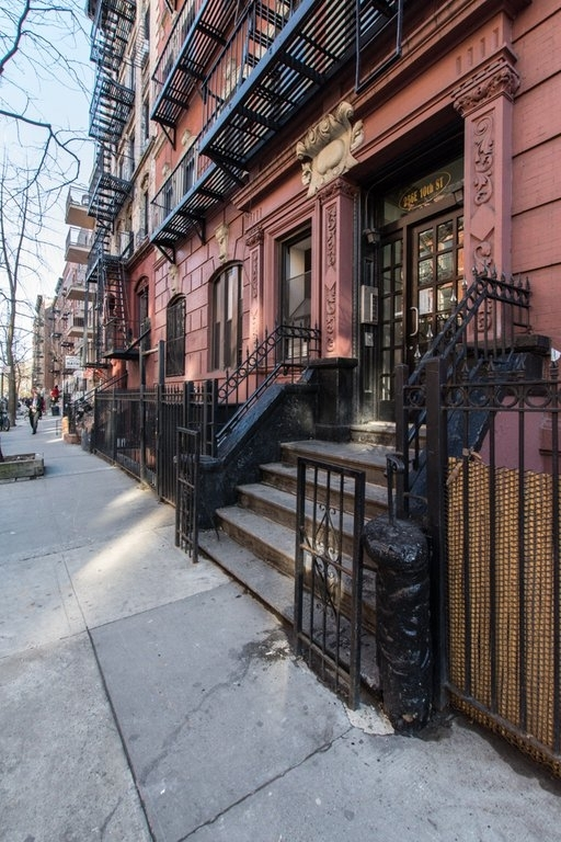 256 East 10th Street - Photo 10