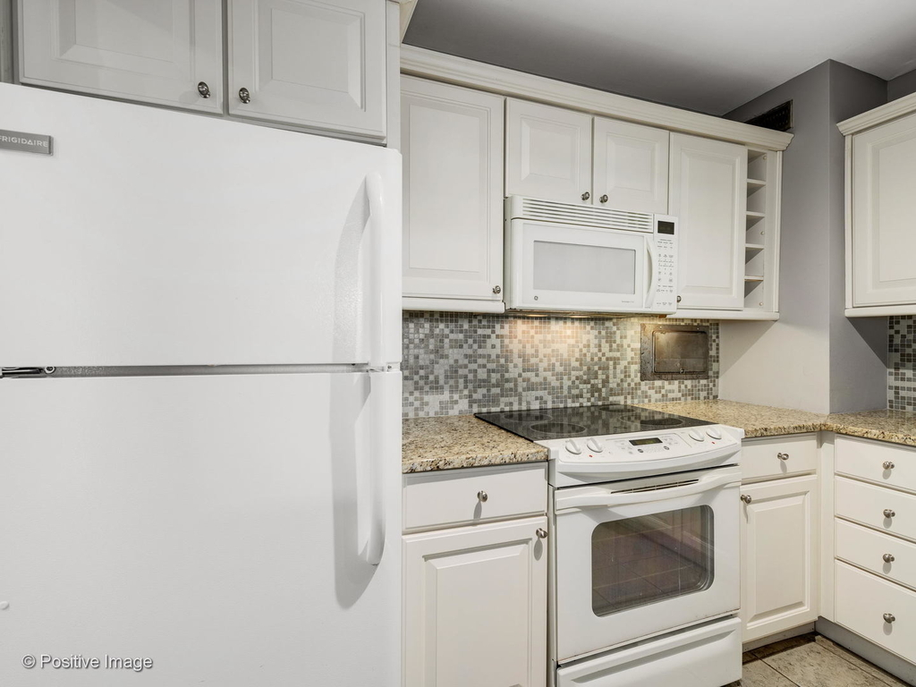 3600 North Lake Shore Drive - Photo 7
