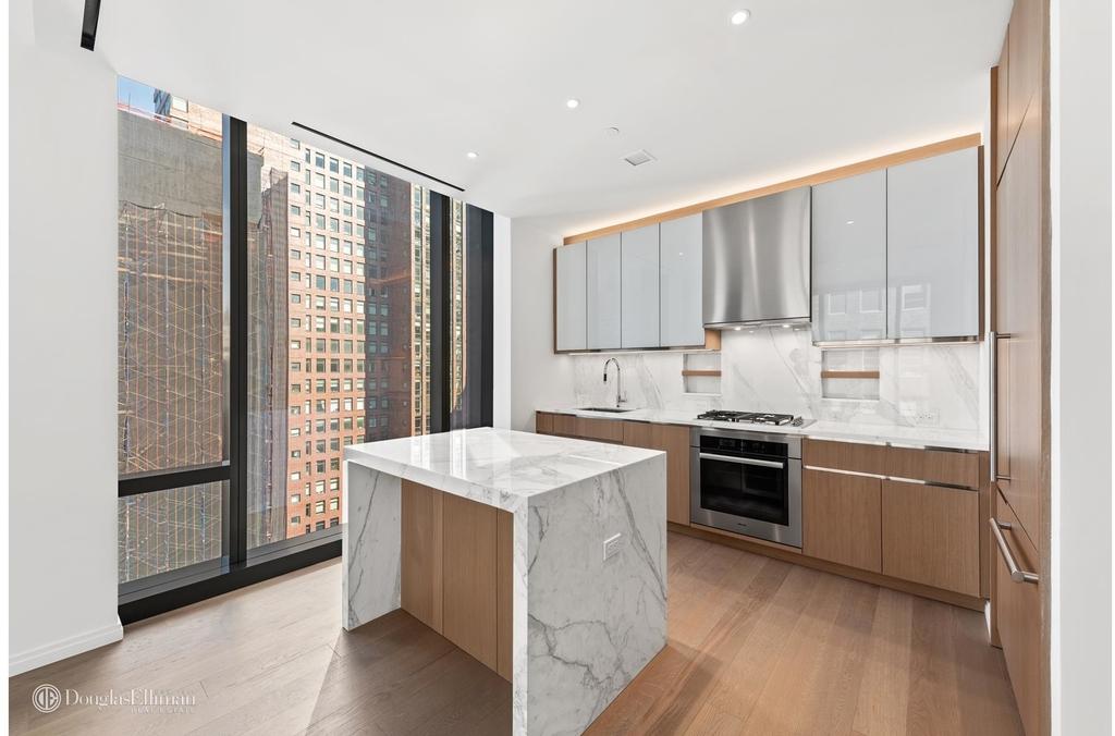 277 Fifth Avenue - Photo 1