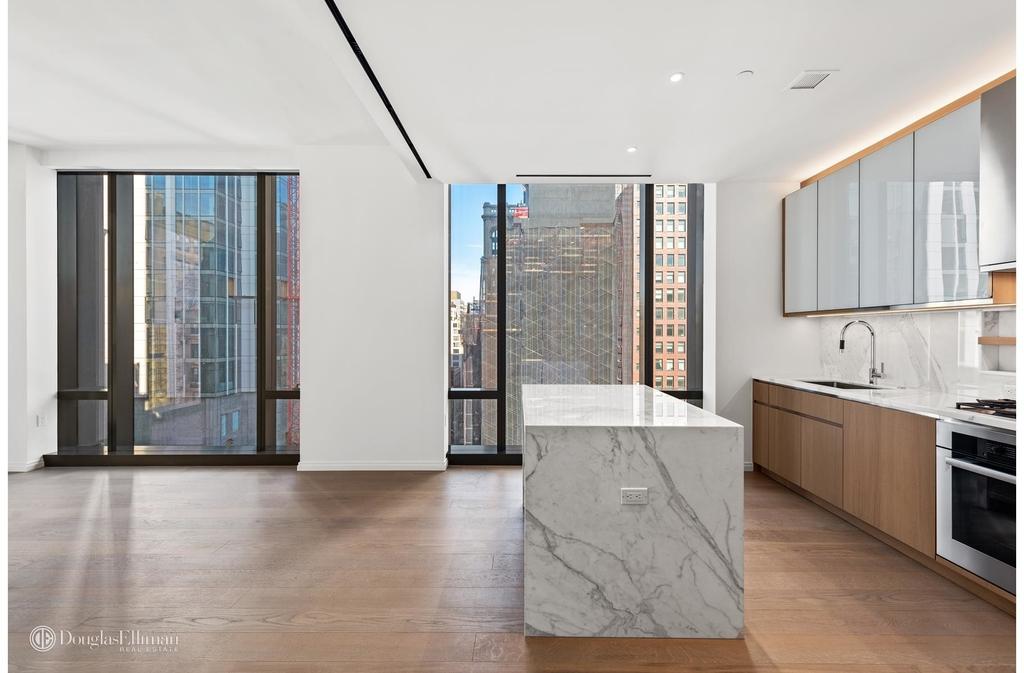 277 Fifth Avenue - Photo 2