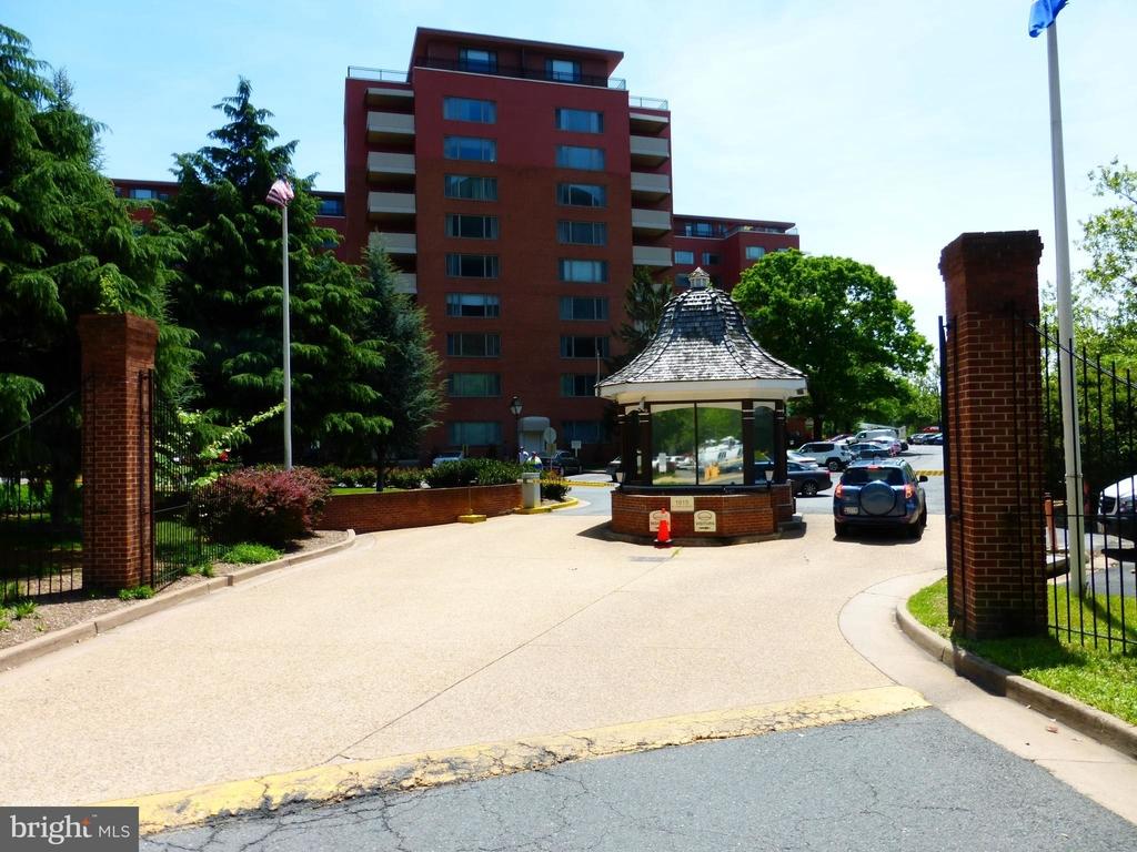 1121 Arlington Boulevard - Photo 3