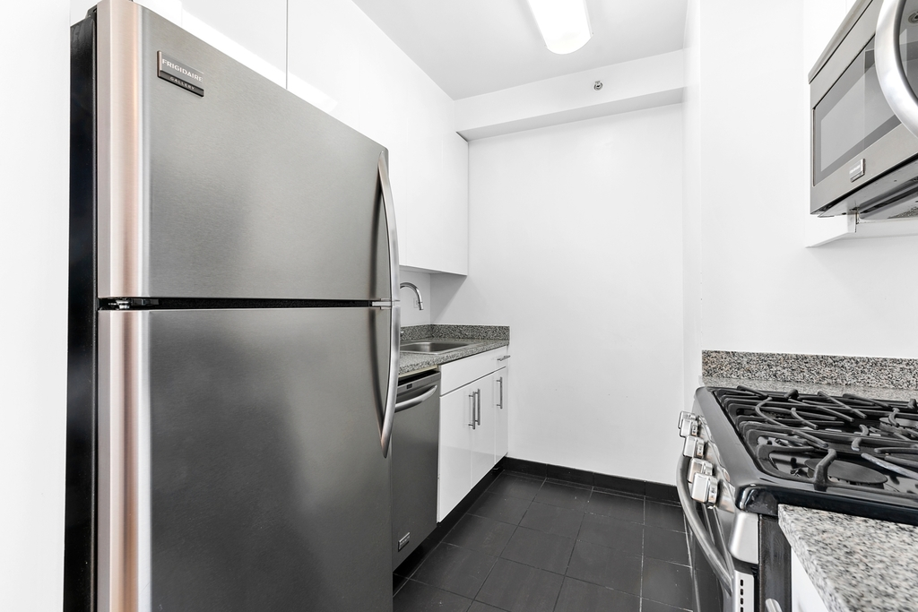 505 West 37th Street - Photo 2