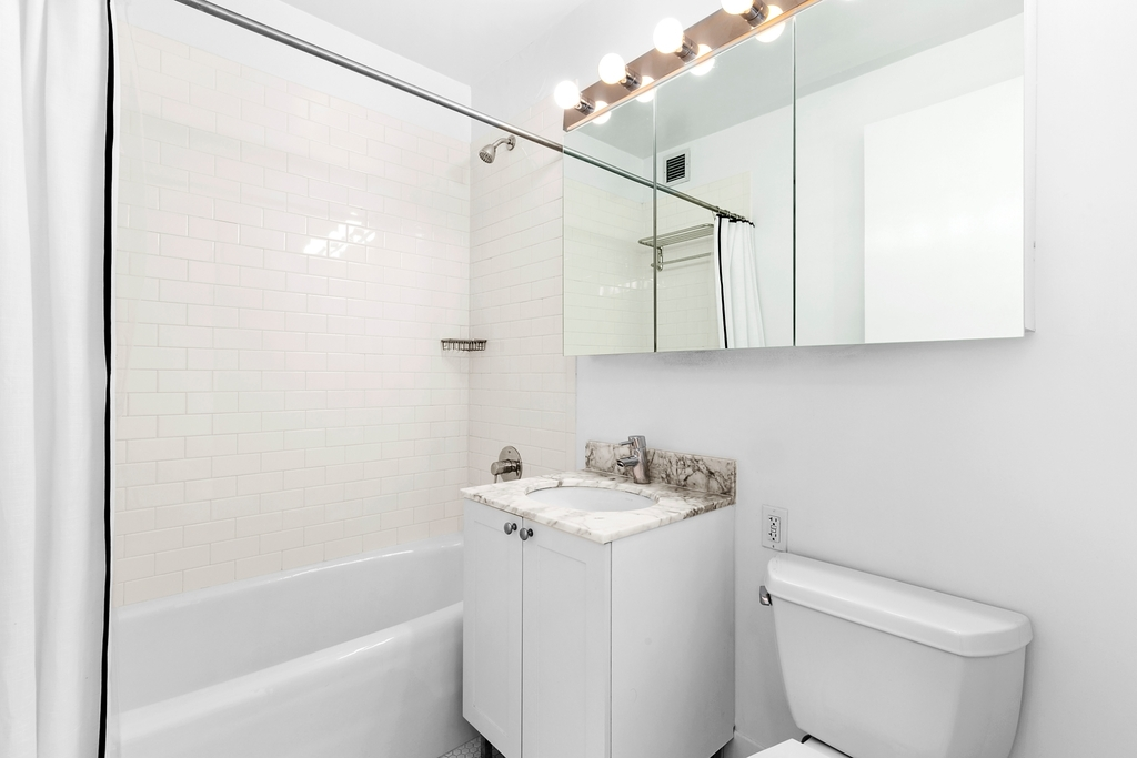505 West 37th Street - Photo 3