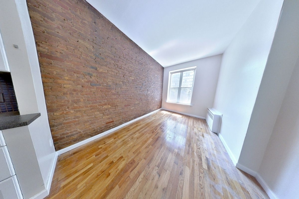 1 Bedroom at 331 East 33rd Street posted by Peter ...
