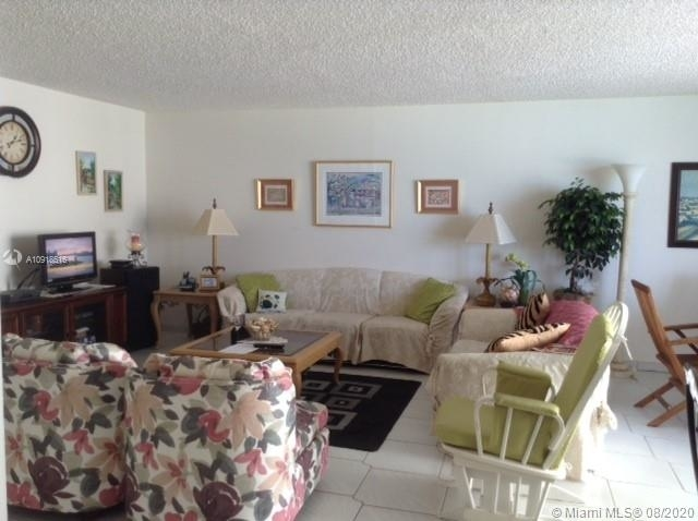 6061 Collins Ave - Photo 2