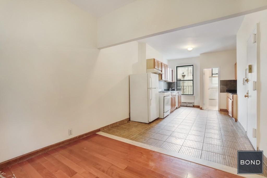 East 90th and Second Avenue  - Photo 3