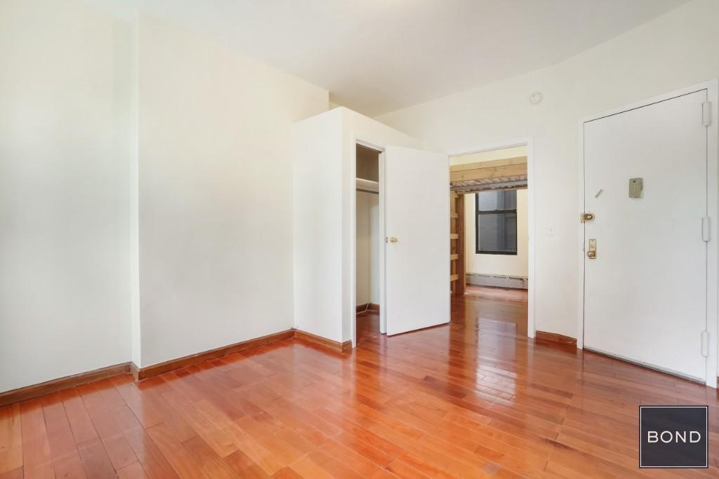 East 90th and Second Avenue  - Photo 6