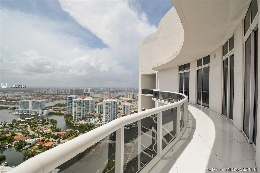16001 Collins Ave - Photo 0