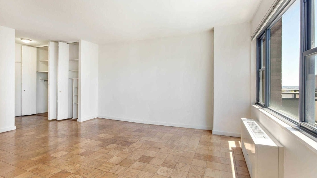 245 East 40th Street - Photo 5