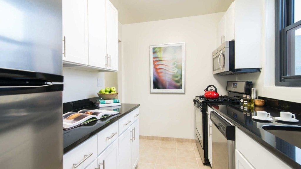 245 East 40th Street - Photo 1