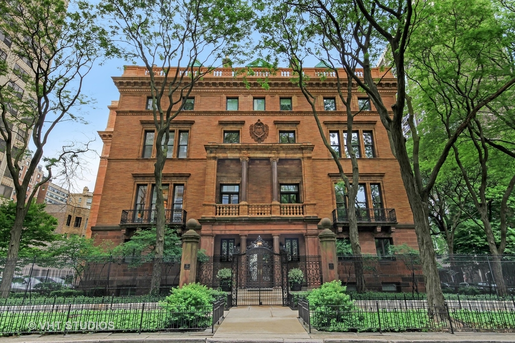 1500 North Astor Street - Photo 0