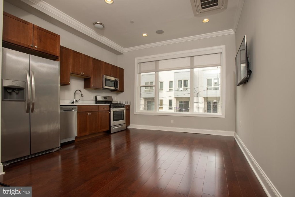 901 N Front Street - Photo 3