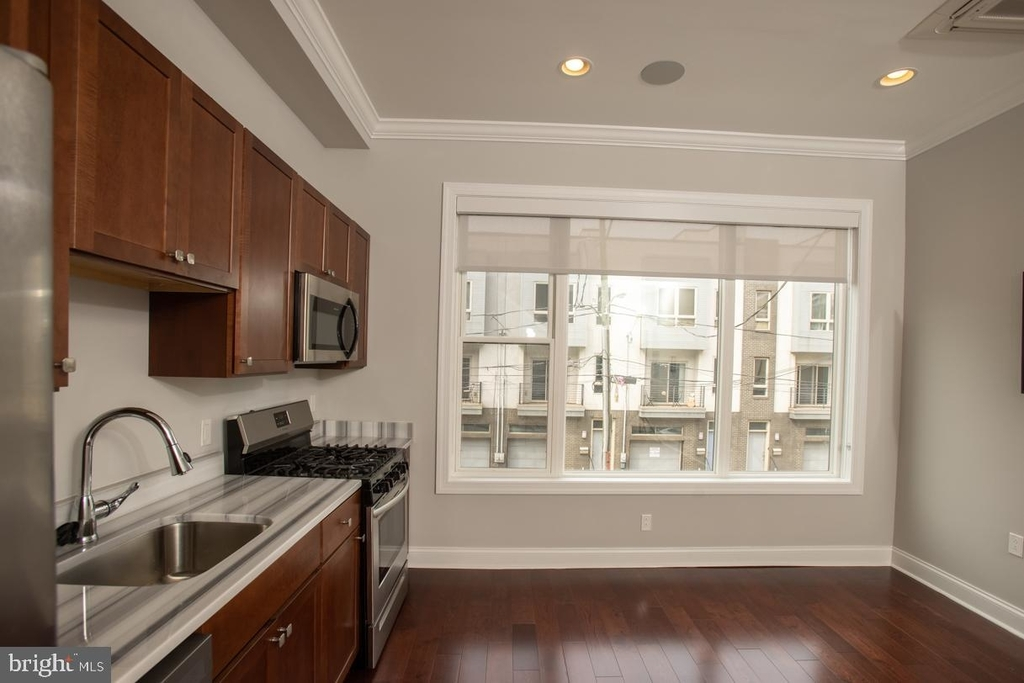 901 N Front Street - Photo 5
