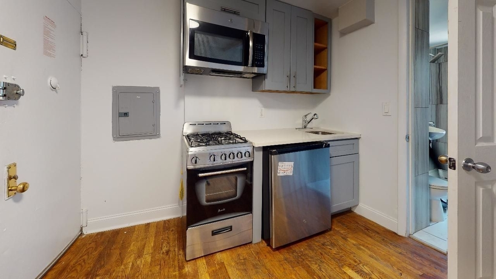 102 St Marks Place - Photo 3