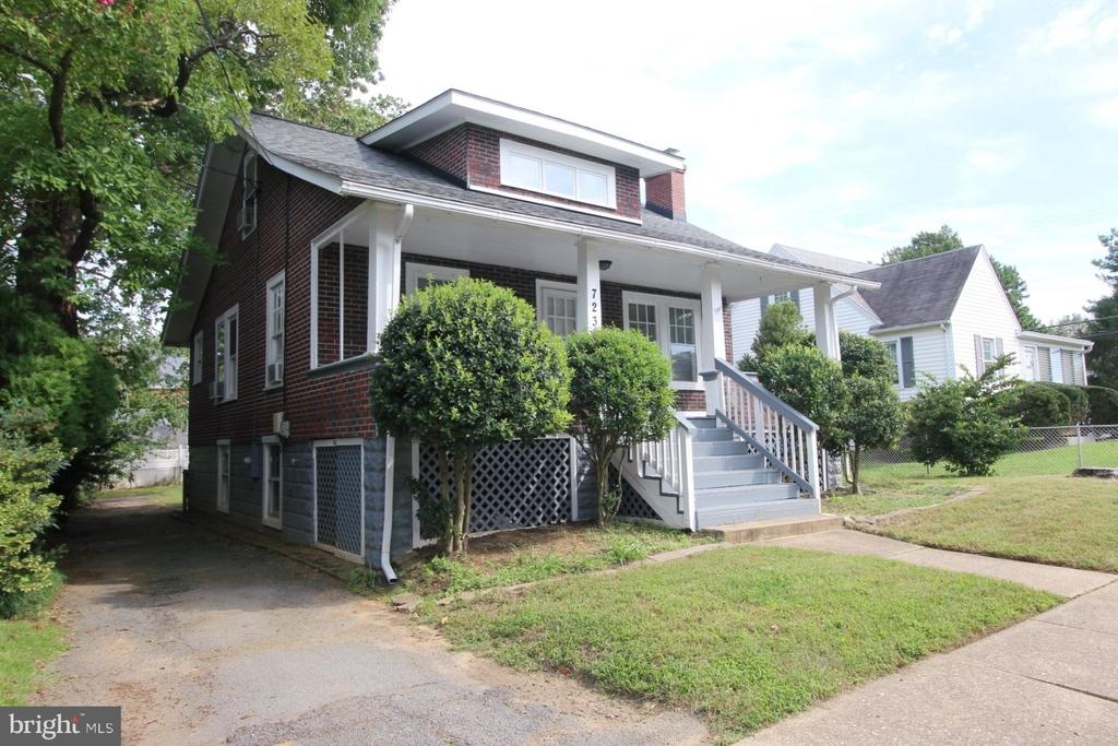 723 S Barton Street - Photo 1