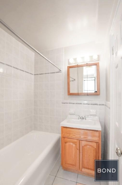 301 East 38th Street - Photo 4