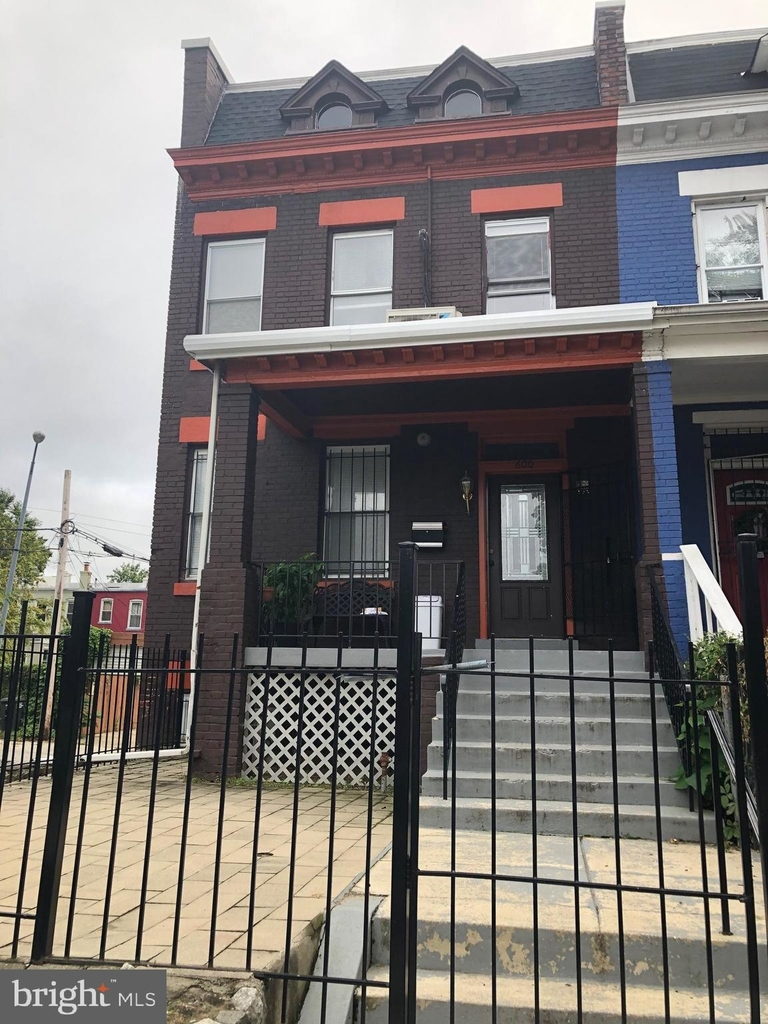 600 Keefer Place Nw - Photo 0