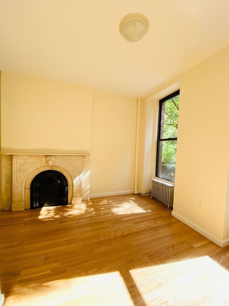 233 West 4th Street - Photo 1
