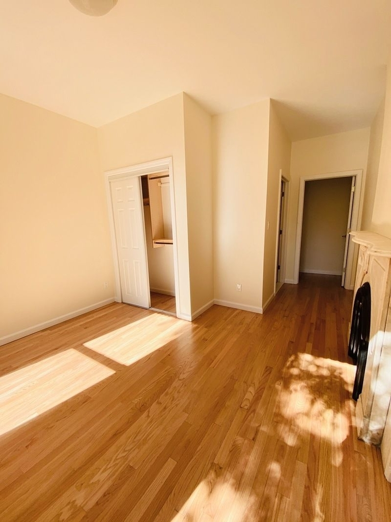 233 West 4th Street - Photo 6