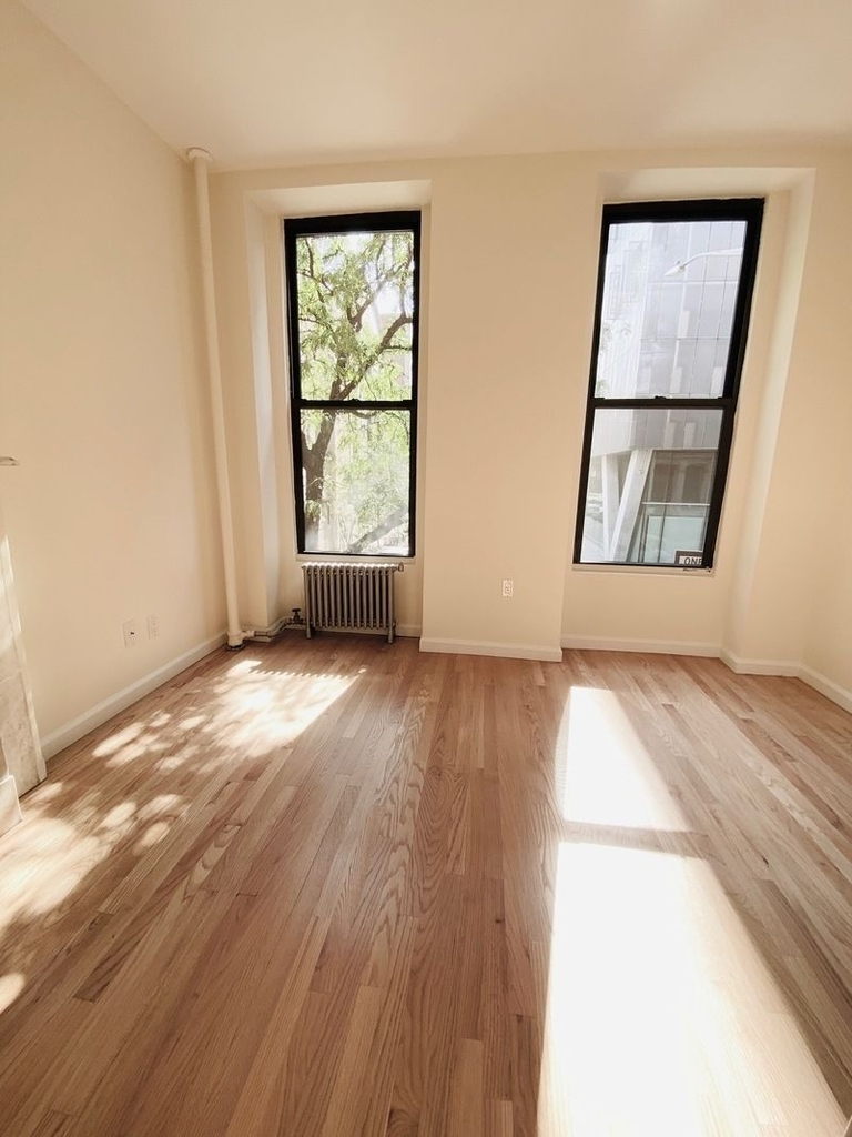233 West 4th Street - Photo 9
