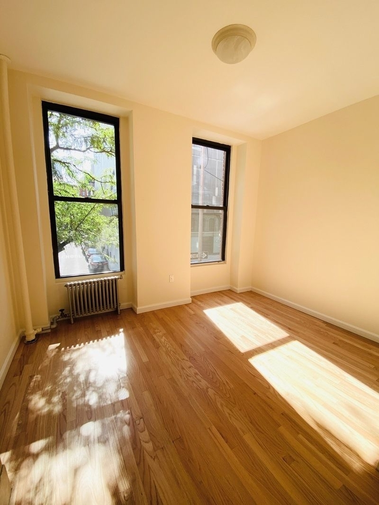 233 West 4th Street - Photo 7