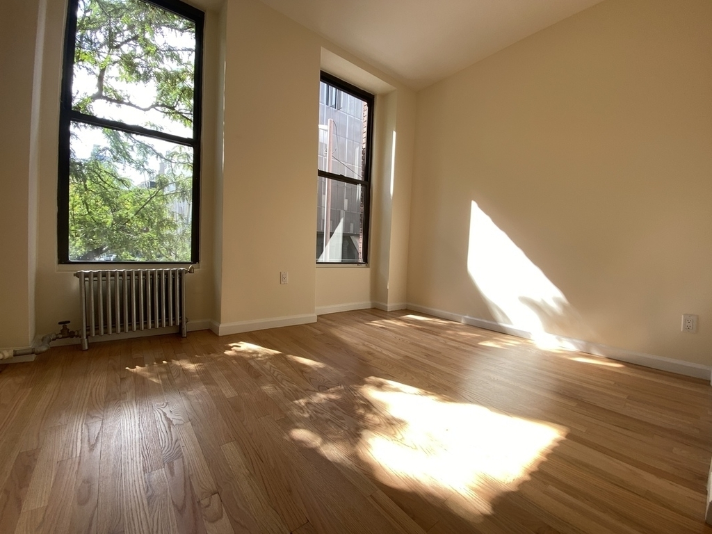 233 West 4th Street - Photo 3