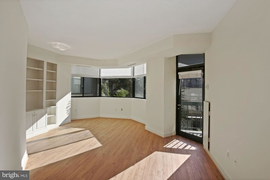 955 26th St Nw #209 - Photo 3