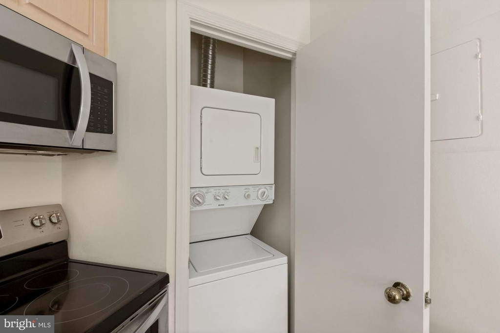 955 26th St Nw #209 - Photo 9