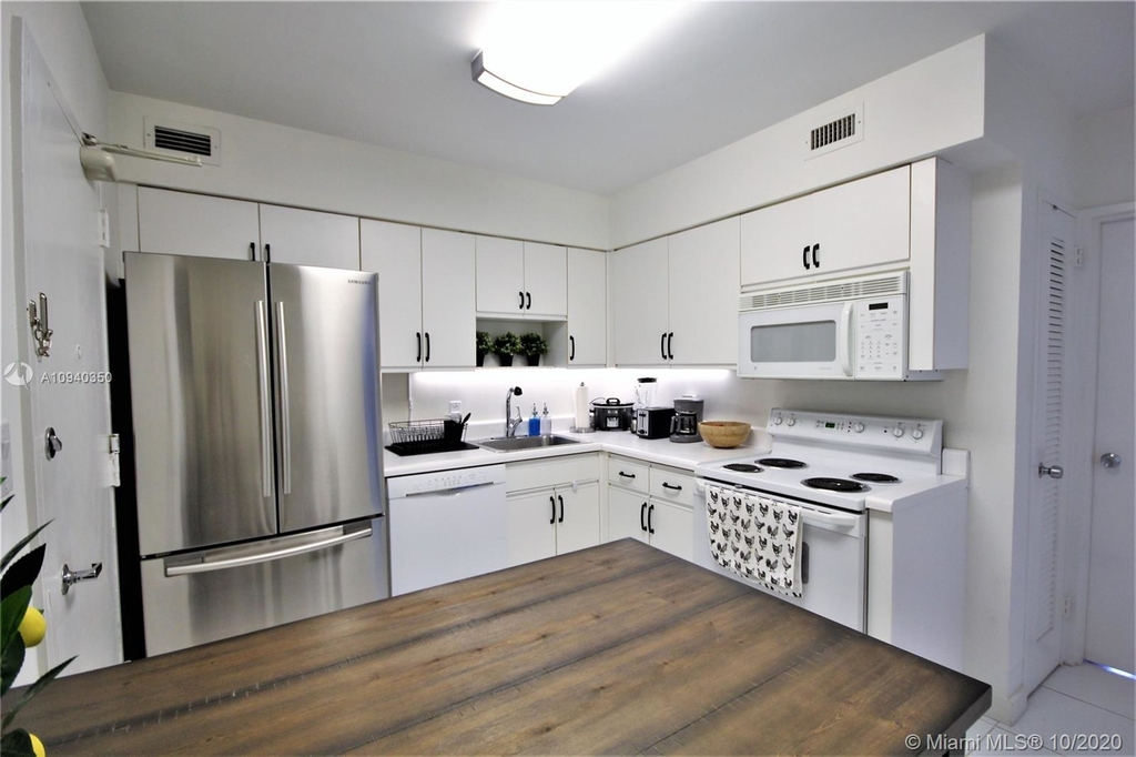 5151 Collins Ave - Photo 6