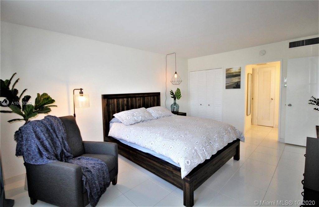 5151 Collins Ave - Photo 20