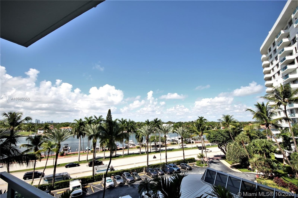 5151 Collins Ave - Photo 17
