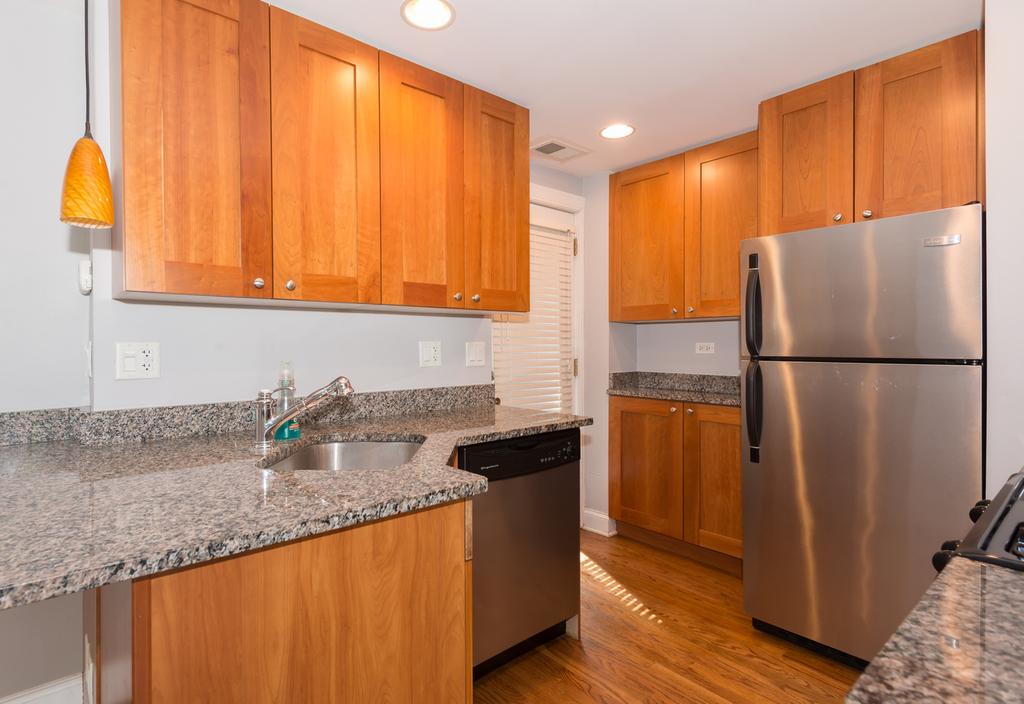 4420 North Ashland Avenue - Photo 2