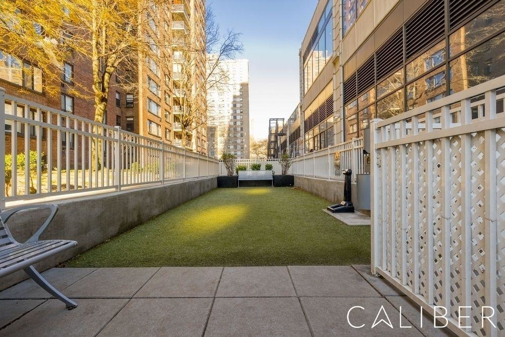Columbus Avenue - Photo 6